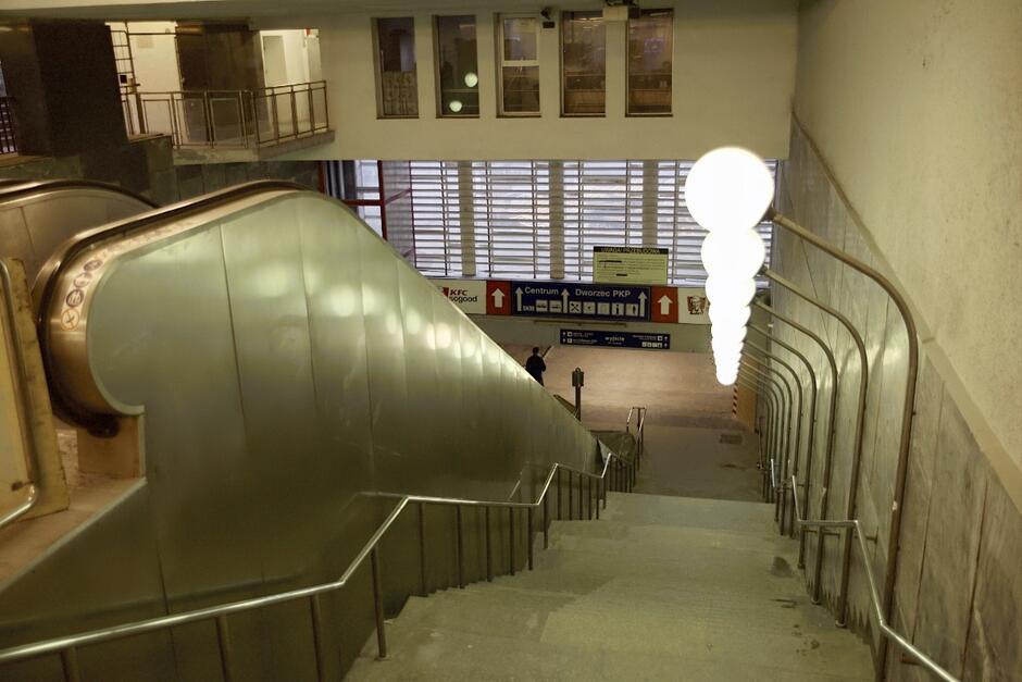 Przejście podziemne pomiędzy dwoma dworcami w Śródmieściu jest już otwarte