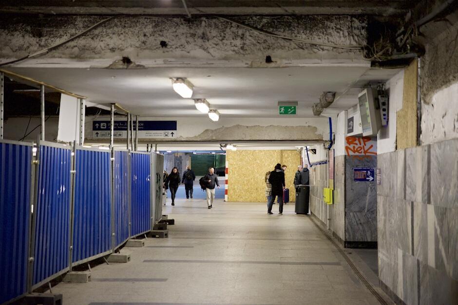 Dzięki inwestycji, realizowanej przez PKP Polskie Linie Kolejowe, poprawić ma się estetyka oraz funkcjonalność tunelu oraz stacji kolejowej
