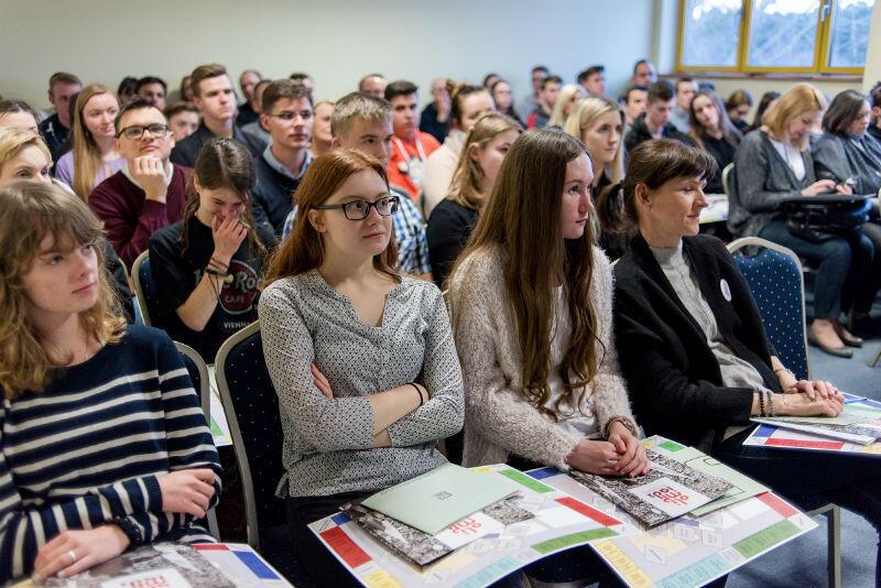 Laureaci wojewódzkiego etapu Olimpiady Solidarności podczas wizyty studyjnej w Gdańsku