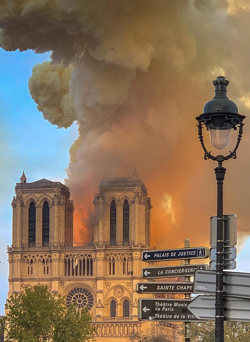 Notre Dame w ogniu