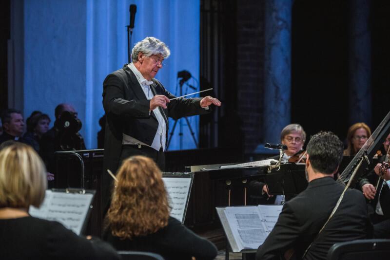Podczas obu koncertów chór poprowadzi wybitny dyrygent Jan Łukaszewski