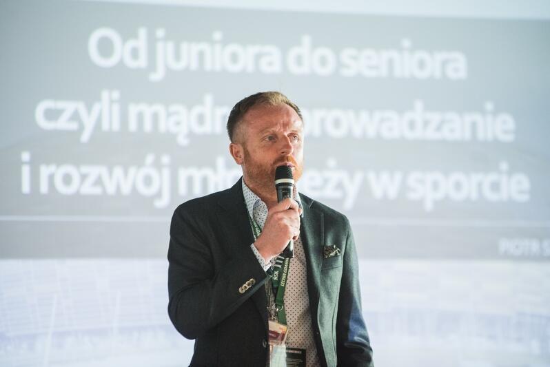 Piotr Stokowiec mówił o wprowadzaniu młodych piłkarzy do zespołu seniorów