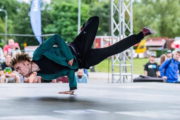 Festiwal w ostatnich latach łączył koncerty muzyki rockowej i hip-hopowej z rozbudowaną formułą warsztatową - sporym zainteresowaniem cieszyły się turnieje taneczne