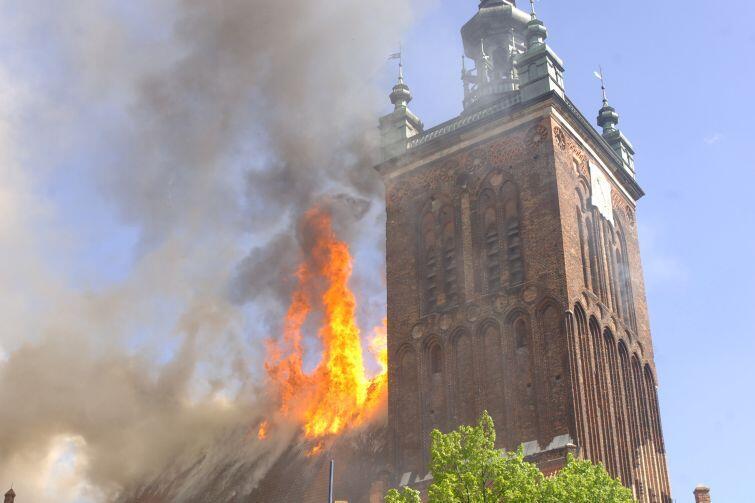 Gdańsk 22 maja 2006 r. Pożar Kościoła Św. Katarzyny