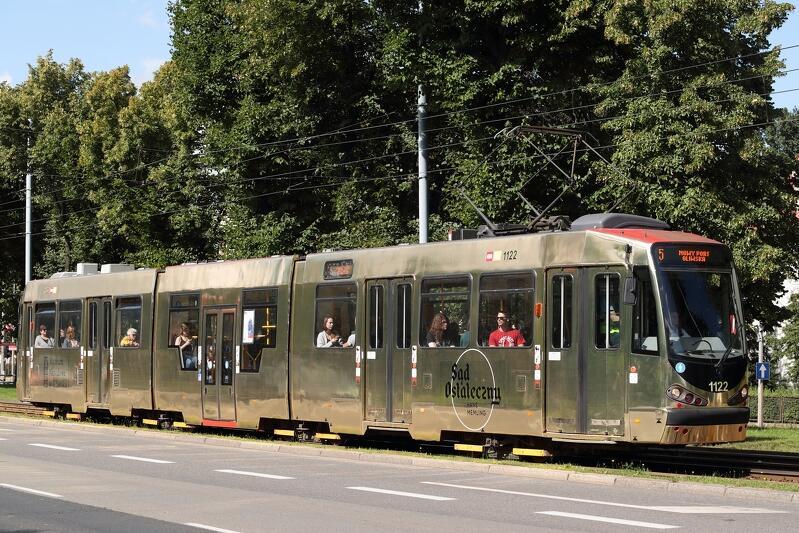 Złoty tramwaj `wabi` chętnych do oglądania `Sądu ostatecznego` Hansa Memlinga już od blisko półtora roku