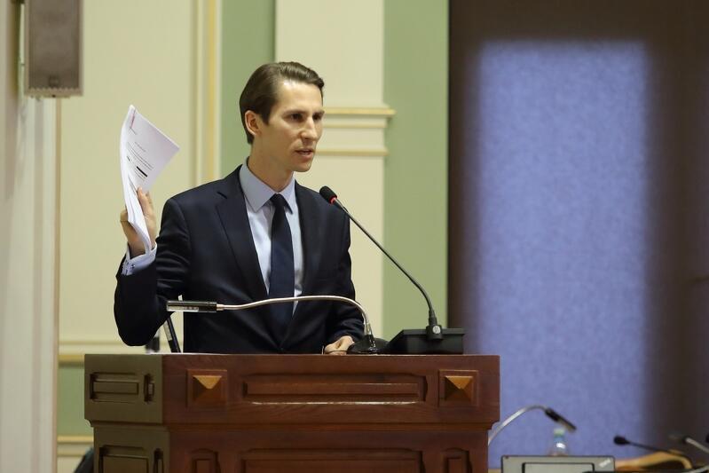 Przewodniczący klubu PiS, Kacper Płażyński, apeluje w sprawie maturzystów do prezydent Aleksandry Dulkiewicz