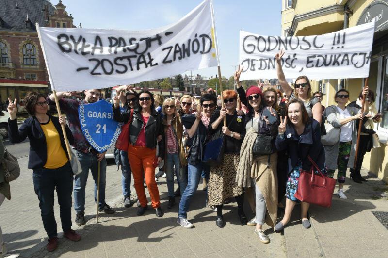 W marszu wzięło udział kilkaset osób, m.in. delegacje kilkudziesięciu szkół, nie tylko trójmiejskich. Maszerowali również rodzice i uczniowie