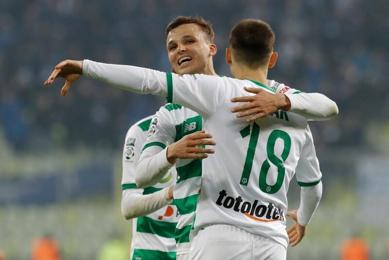 Patryk Lipski zdobył w rodzinnym Szczecinie dla Lechii jednego gola. Na zdjęciu podczas spotkania z Lechem Poznań w Gdańsku
