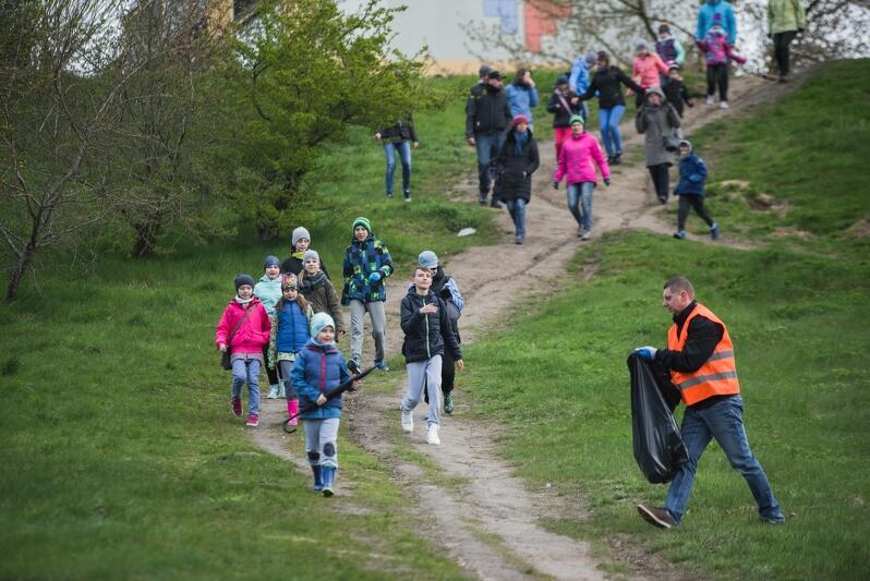 Kwiecień 2017 roku, wielkie sprzątanie odbywało się na Jasieniu, Ujeścisku-Łostowicach i Chełmie