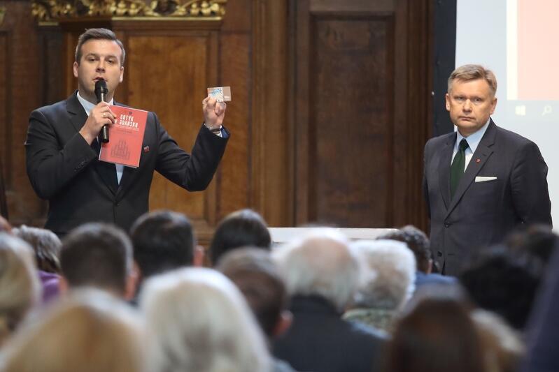 Gości powitali (od l.): Łukasz Wysocki prezes Gdańskiej Organizacji Turystycznej i Waldemar Ossowski dyrektor Muzeum Gdańska