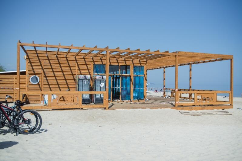 Nowy pawilon restauracji plażowej przy wejściu nr 63 (Jelitkowo) w budowie