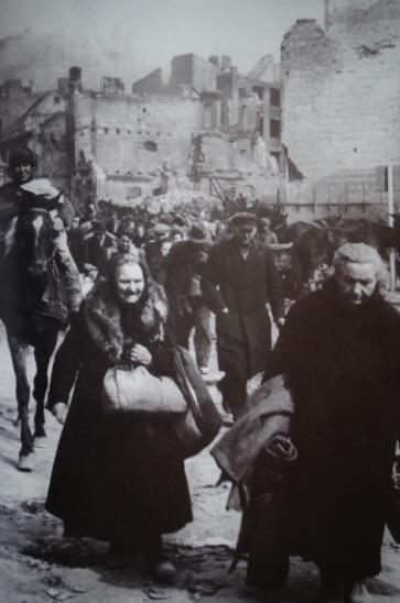 Przedwojenni gdańszczanie opuszczali miasto już w kwietniu 1945