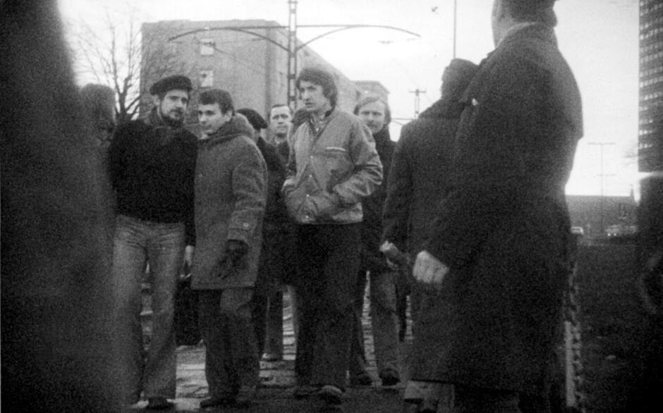 Bogdan Borusewicz z Mariuszem Muskatem i Błażejem Wyszkowskim; składanie wieńca w grudniu 1978 roku