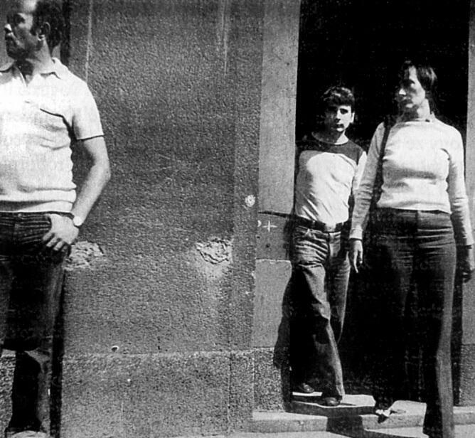 Bogdan Borusewicz z Gajką i Jackiem Kuroniami, 1977