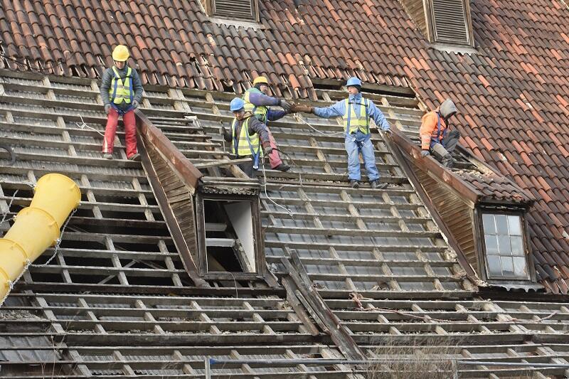 W lutym Wielki Młyn stopniowo tracił stary dach - to początek modernizacji energetycznej gdańskiego zabytku