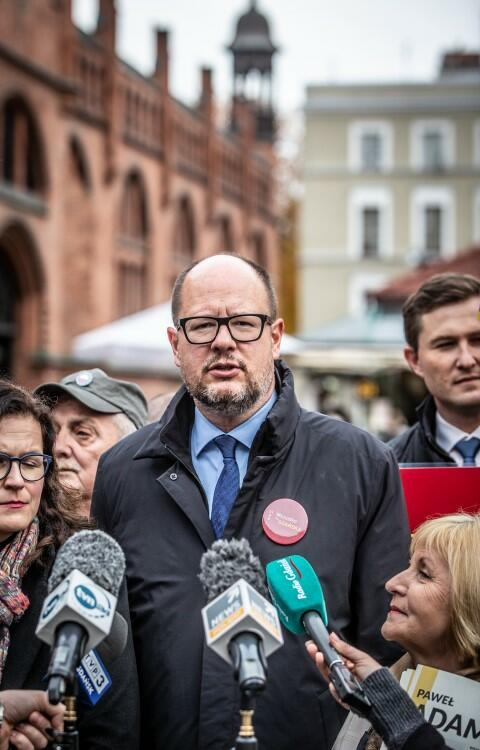 To zdjęcie Krzysztofa Mystkowskiego, z ostatniego dnia kampanii wyborczej Pawła Adamowicza, znalazło się na okładce czasopisma 30 dni