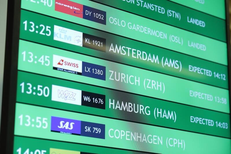 Tablica przylotów w terminalu Portu Lotniczego im. Lecha Wałęsy w Gdańsku. Podróżni z całego świata wysoko cenią sobie tutaj punktualność, poziom usług i jakość oferty handlowej