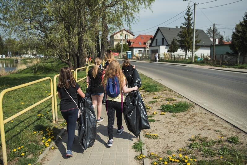 Za wielkie wiosenne porządki wzięli się też w kwietniu mieszkańcy Jasienia