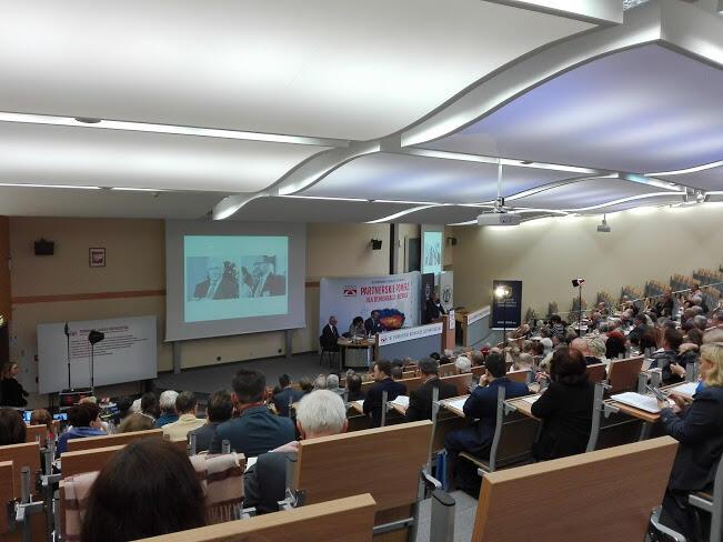 Kongres rozpoczęto od uczczenia minutą ciszy prezydenta Pawła Adamowicza oraz rektora PG Namieśnika