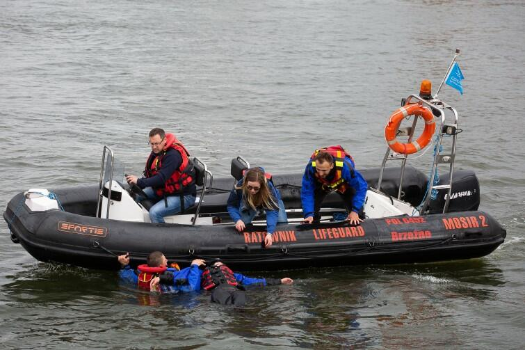 Gdańscy ratownicy w akcji. Nikomu nie trzeba tłumaczyć, że bez ich pracy, sprawności i poświęcenia sezon nie może być udany
