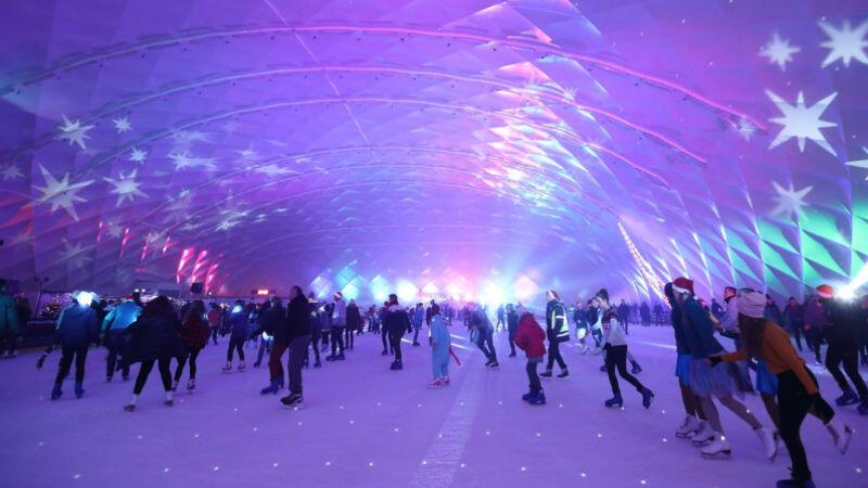 Lodowisko zimowe na Placu Zebrań Ludowych