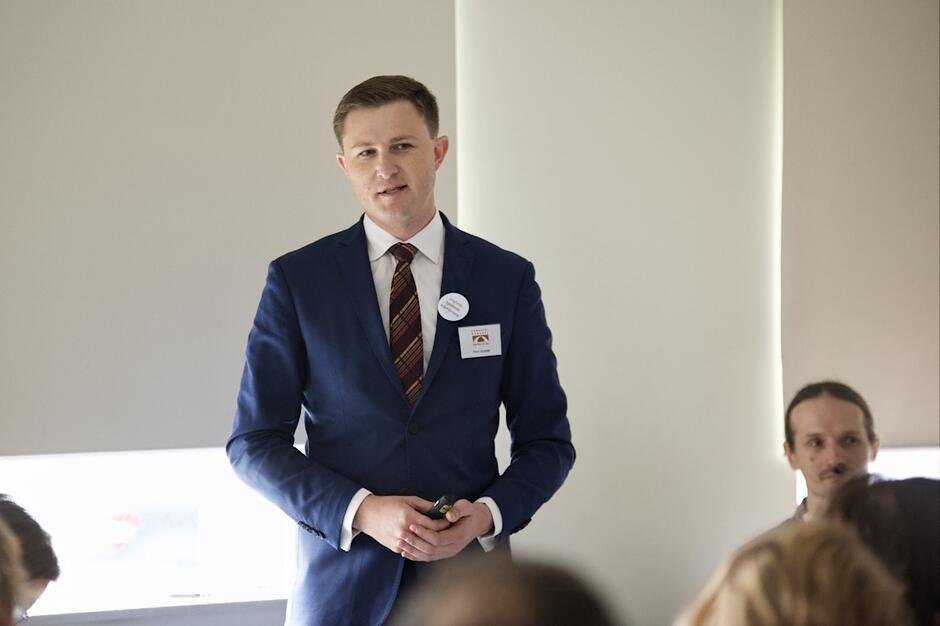 Zastępca Prezydenta Gdańska, Piotr Grzelak, opowiadał uczestnikom Kongresu o budowaniu demokracji lokalnej