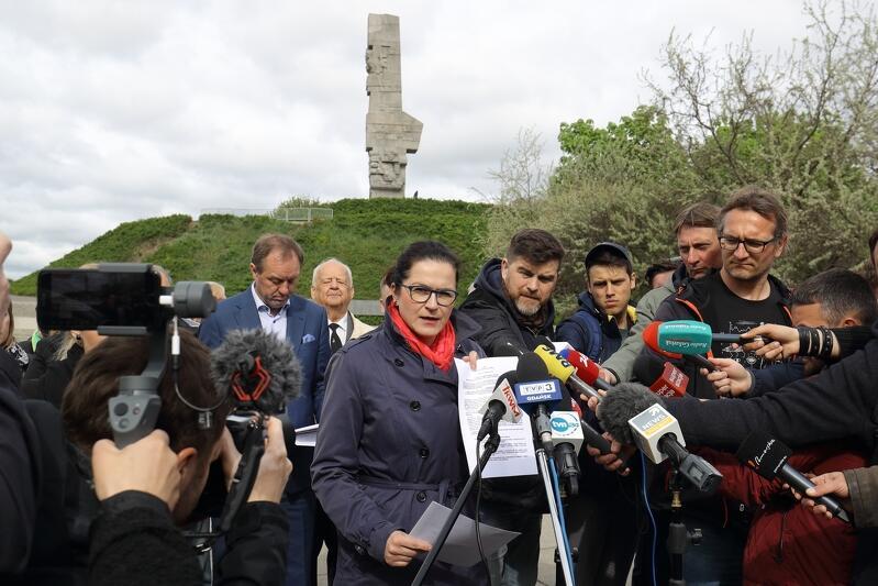 Mówi prezydent Aleksandra Dulkiewicz. Konferencja prasowa na Westerplatte cieszyła się dużym zainteresowaniem mediów