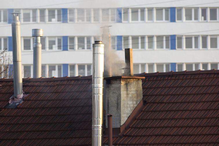 Wciąż wiele osób opala swoje mieszkanie węglem