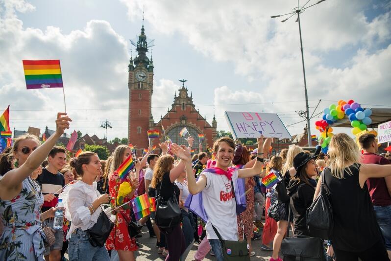 Uczestnicy zeszłorocznego marszu wyruszyli spod Teatru Szekspirowskiego, minęli Forum Gdańsk, budynek Nowego Ratusza, okolice dworca i budynek Zieleniaka