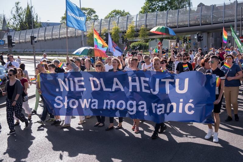 Muzyka, tańce i uśmiechnięci ludzie trzymający w dłoniach transparenty z hasłami - tego na pewno można się spodziewać podczas marszu