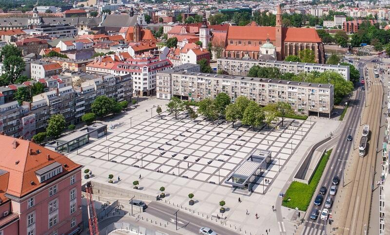 Nowy Targ we Wrocławiu a pod nim parking podziemny zarządzany przez Immo Park (podobnie jak w Gdańsku, przez 40 lat)