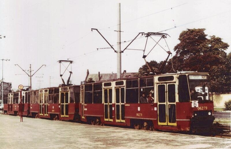 A tak wyglądały wagony Konstal 105N 30 lat temu (warto także zwrócić uwagę na oznaczenie przystanku...)