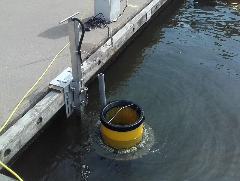 Niepozorny pojemnik może zebrać rocznie nawet pół tony odpadów z wody w marinie