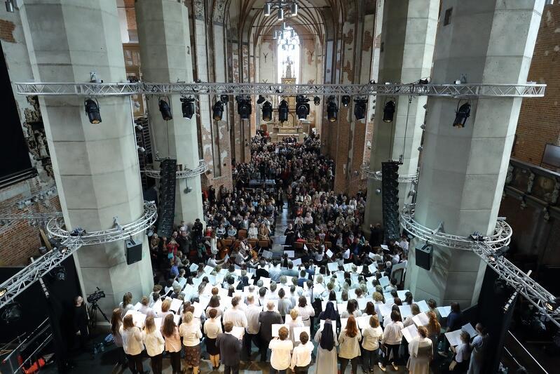 Melomani podczas koncertów, które odbędą się również w kościele św. Jana, będą mogli zachwycić się odrestaurowanym kamiennym ołtarzem