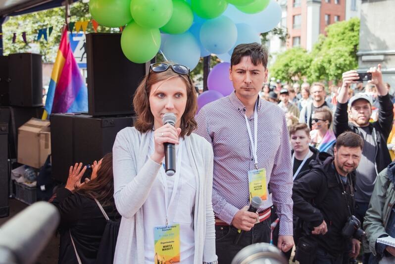 - Jesteśmy wdzięczni za Gdańsk, za miasto otwarte i wolne. To dzięki panu prezydentowi możemy zrobić ten Marsz Równości - mówili organizatorzy. Nz. Marta Mogott i Nikodem Mrożek - wiceprezeska i prezes Stowarzyszenia Tolerado, które organizuje Marsz Równości