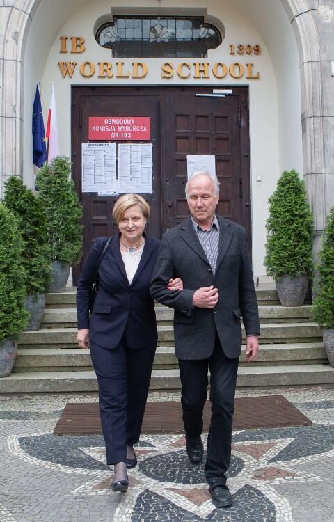 Anna Fotyga to jedynka  na pomorskiej liście Prawa i Sprawiedliwości, była minister minister spraw zagranicznych i przewodnicząca Komitetu Integracji Europejskiej. Głosowała wraz z mężem Ryszardem w III LO