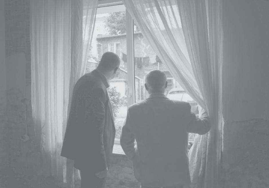 Wystawa Budowanie wspólnoty . Na zdjęciu Krzysztofa Mystkowskiego prezydent Gdańska śp. Paweł Adamowicz podczas wizyty w domach gdańszczan dotkniętych powodzią 2016 r.