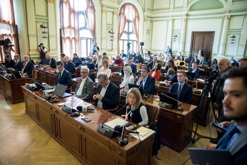 Radni przyjęli podczas czwartkowej sesji Rady Miasta Gdańska apel w sprawie projektu ustawy przewidującej wywłaszczenie Pola Bitwy na Westerplatte
