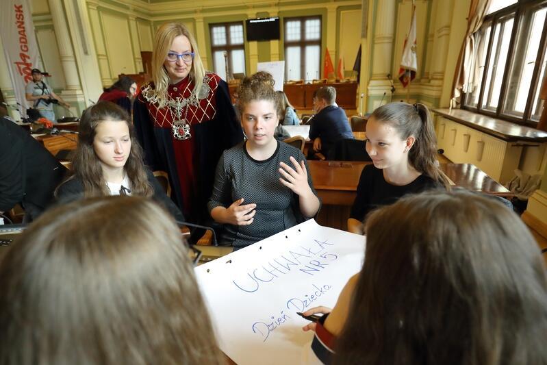 Gdańsk miastem wolności i solidarności - taki był temat przewodni dziecięcej sesji. Zdumiewające i zachwycające, że młode pokolenie tak mądrze i dojrzale mówiło o równości i tolerancji, jednocześnie głośno krytykując internetowy hejt