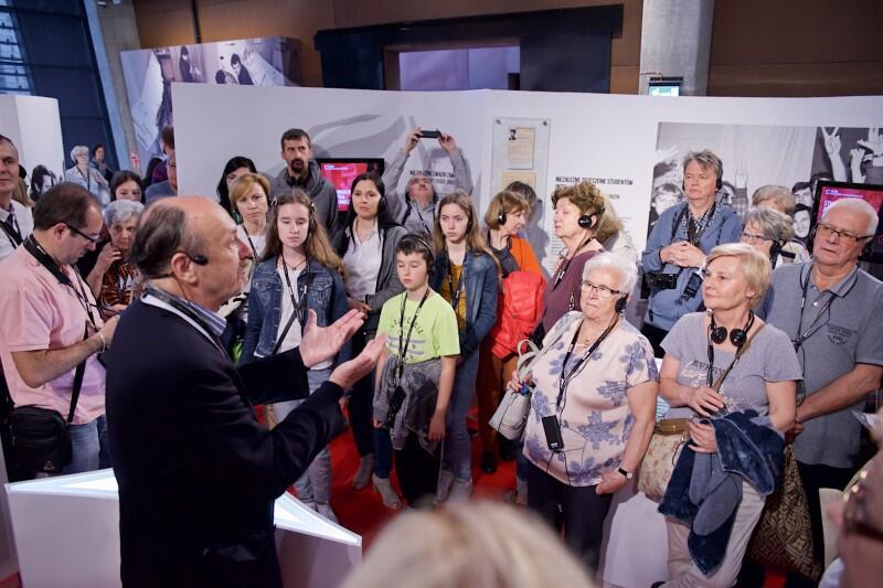 Zwiedzający poznali historię zdjęcia Jacka Nicholsona ze znaczkiem Solidarności w klapie