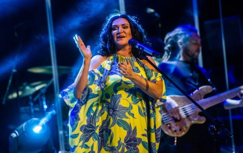 Kayah na koncercie charytatywnym pt. Głosy dla Hospicjum w 2016 na Ołowiance. We wtorek, 4 sierpnia 2019, zaśpiewa na Placu Zebrań Ludowych