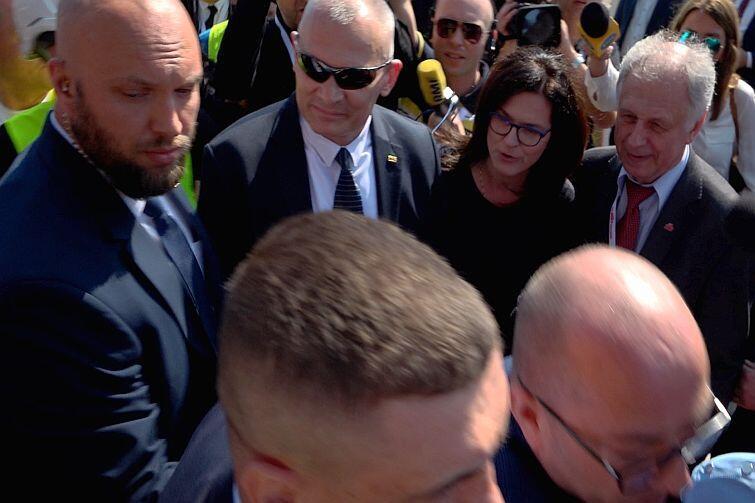 Prezydent Gdańska Aleksandra Dulkiewicza wita premiera Mateusza Morawieckiego w Gdańsku