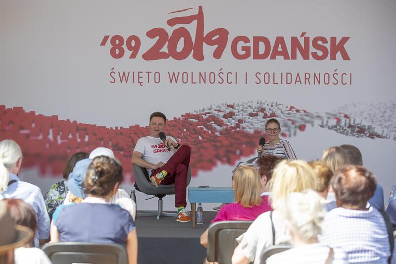 Rozmowa z udziałem Hołowni przyciągnęła do hali namiotowej ponad 150 osób
