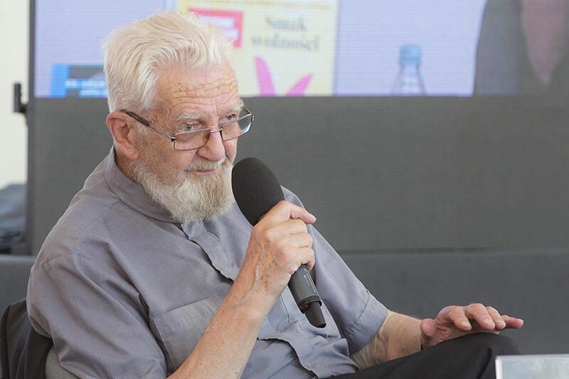 """Ks. Adam Boniecki – katolicki duchowny, dziennikarz, autor książek i redaktor senior """"Tygodnika Powszechnego"""", spotkał się ze słuchaczami w Hali Debat, 3 czerwca 2018"""