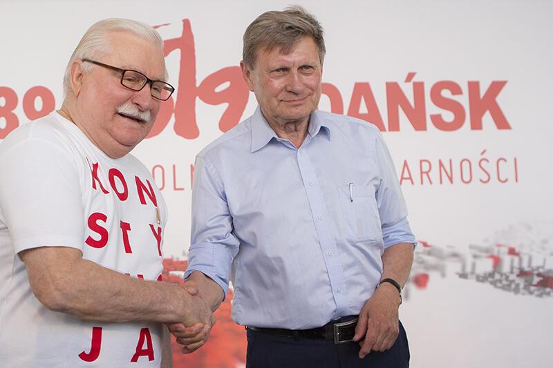 Lech Wałęsa przyszedł w koszulce z napisem KONSTYTUCJA, Leszek Balerowicz - bez napisu, ale nie było wątpliwości, że jest orędownikiem wartości demokratycznych