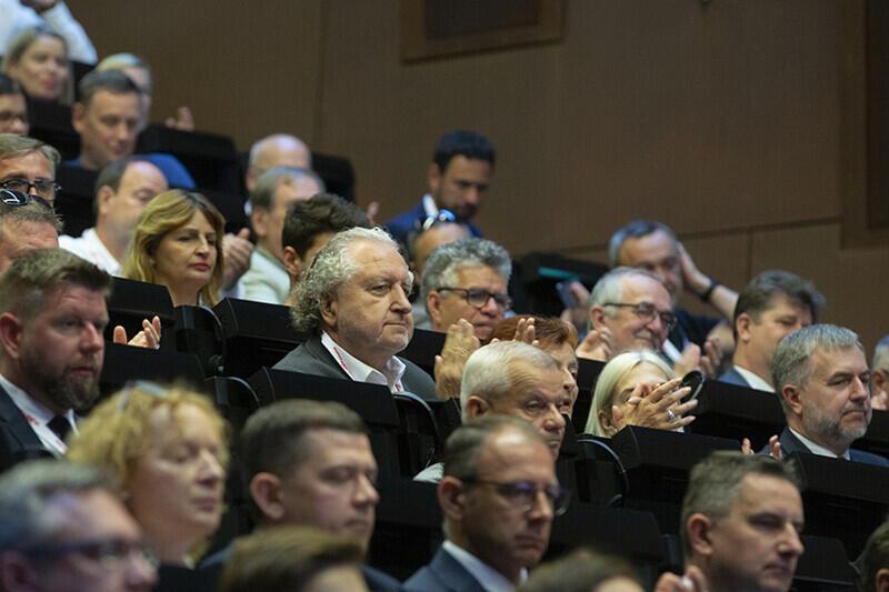 Wśród gości, na widowni, było wiele wybitnych postaci polskiego życia publicznego. Nz. Andrzej Rzepliński, profesor prawa, b. prezes Trybunału Konstytucyjnego