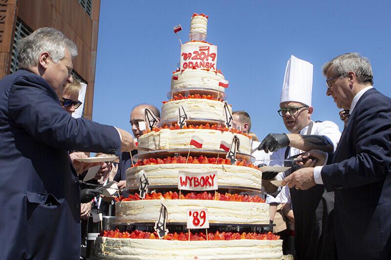 Tort nad torty, ale też okazja była wyjątkowa: 30. urodziny polskiej demokracji