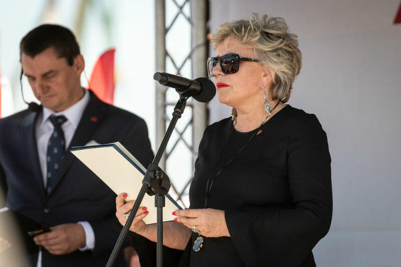 Krystyna Janda odczytuje treść Gdańskiej Deklaracji Równości i Solidarności