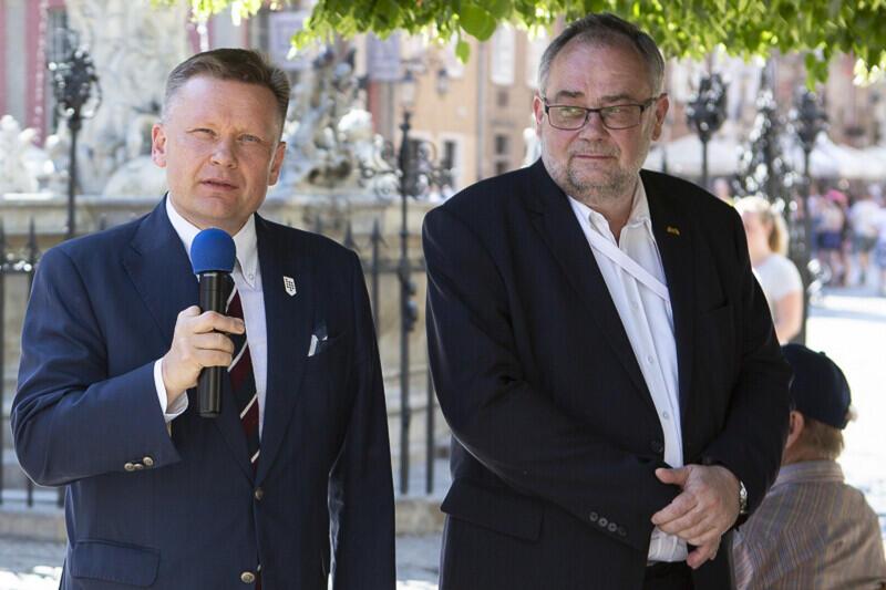 Wystawę otworzył dyrektor Muzeum Gdańska Waldemar Ossowski, oraz Piotr Adamowicz, brat prezydenta