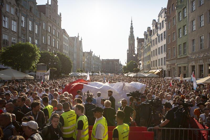 Wtorkowy wiec zgromadził kilka tysięcy mieszkańców